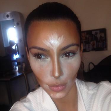 konturowanie twarzy kim kardashian