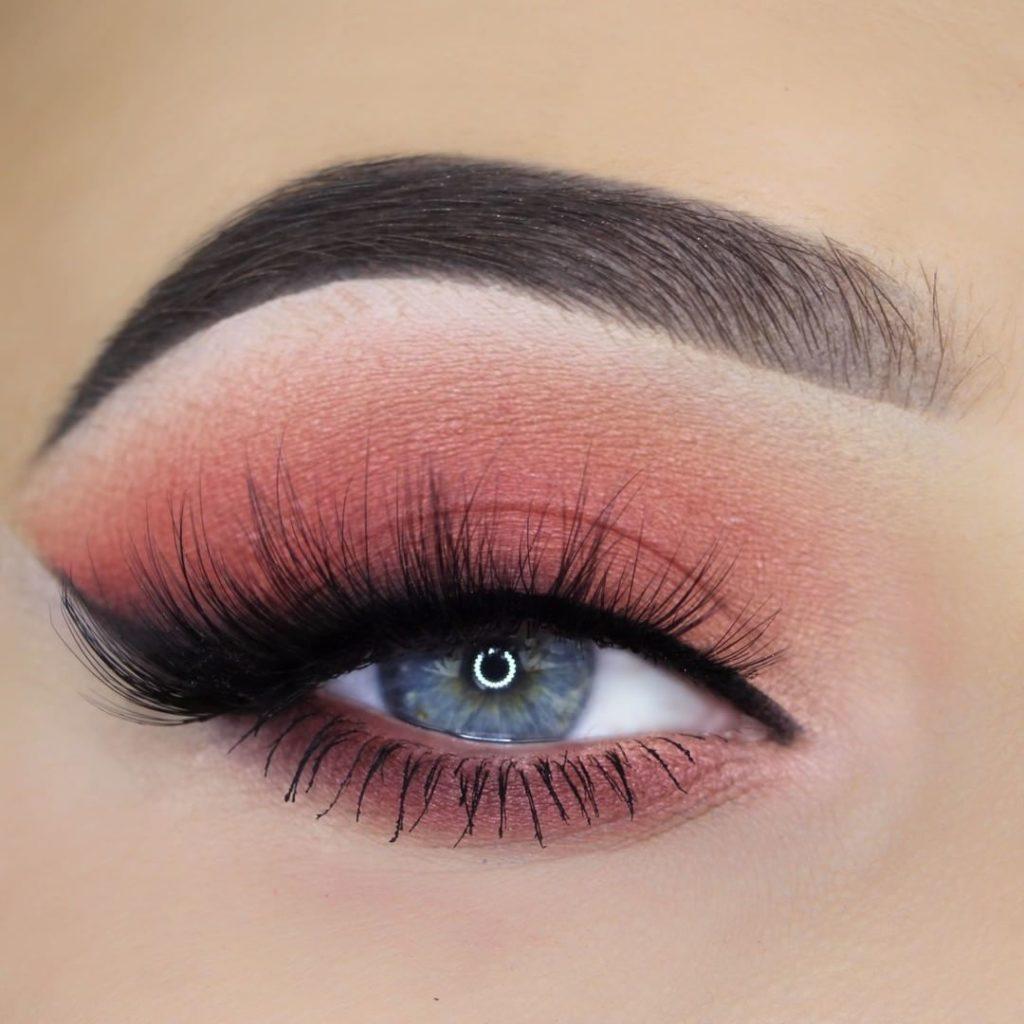 Brzoskwiniowy makijaż @makeupbyann